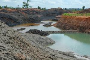 penambangan tanpa pemisahan OB dan Top Soil, hanya disisihkan pada leher tambang saja. inilah penambangan yang dilakukan olah CV.BTb